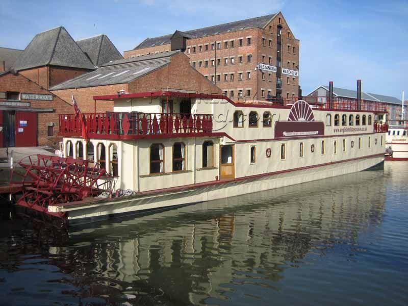 Floating Hotel 22 Ensuite Rooms