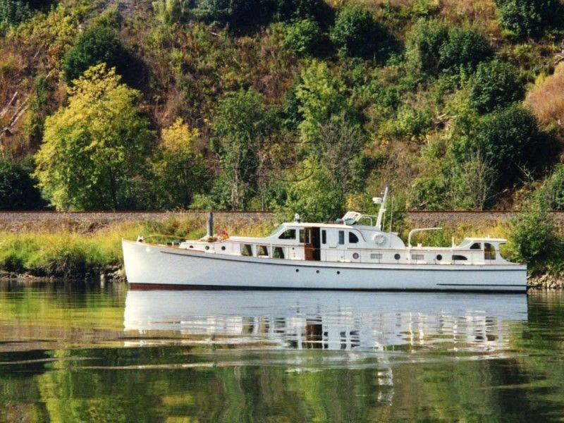 Classic 65 Bridgedeck Cruiser Ed Monk Sr Design