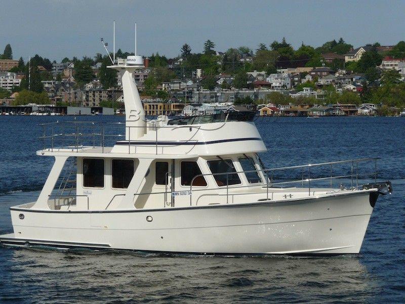 Helmsman Trawlers - 37 Sedan