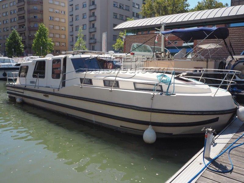 nicols riviera 1130 ancien bateau sans permis a vendre 1990. Black Bedroom Furniture Sets. Home Design Ideas