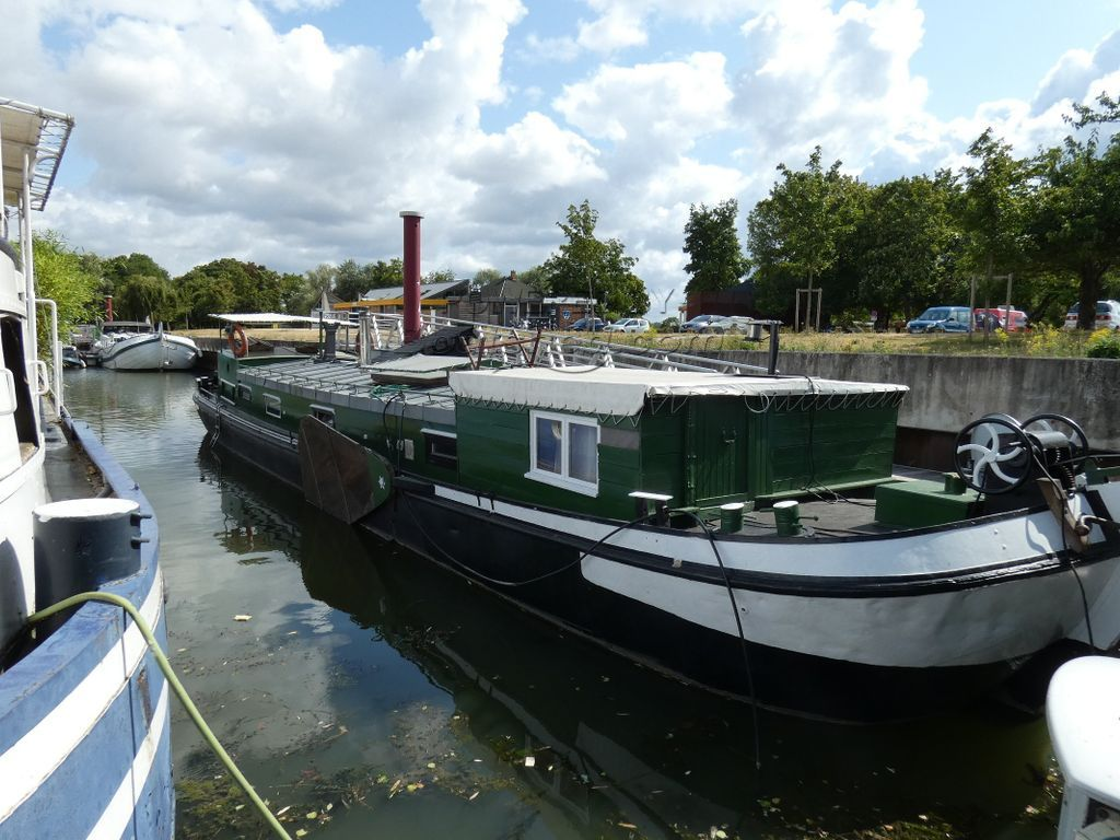 Dutch Barge Tjalk With Mooring Closed To  Paris