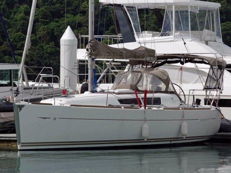 Jeanneau Sun Odyssey 33i Performance Fast Cruiser For Sale 9 96m 2012