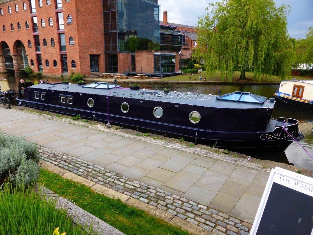 Wide Beam 60ft Cruiser Stern 2 Bedrooms