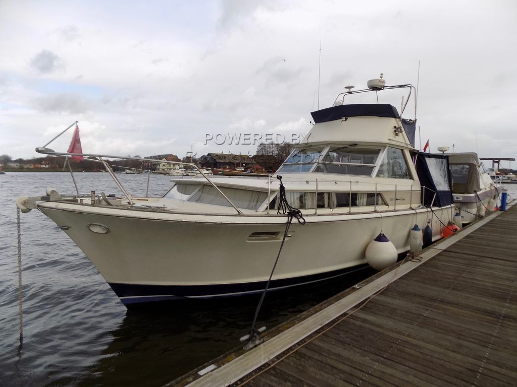 Chris-Craft Commander 38 Flybridge! NOW FURTHER REDUCTION!! For Sale