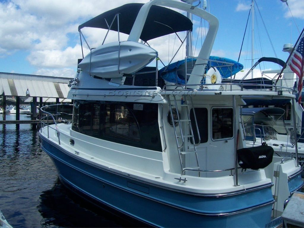 Helmsman Trawlers 31 Sedan Pocket Trawler