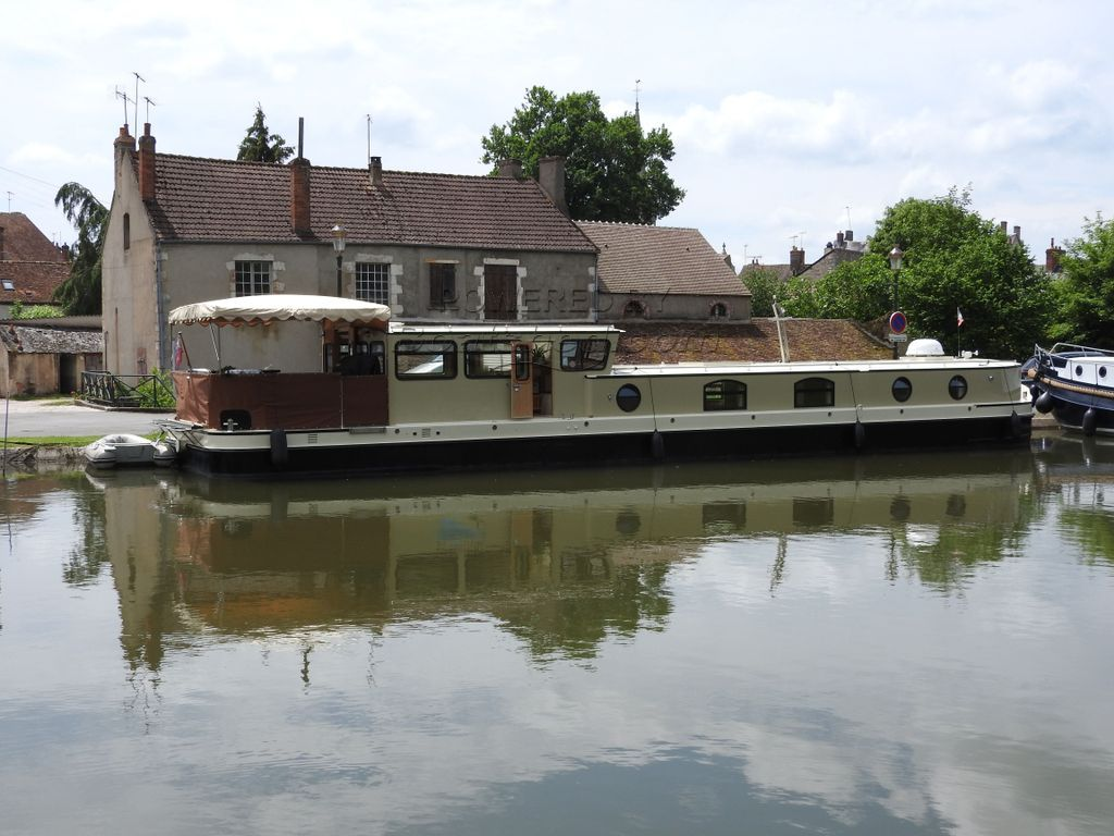 Wide Beam Barge Liveaboard Barge To Cruise Or On Mooring