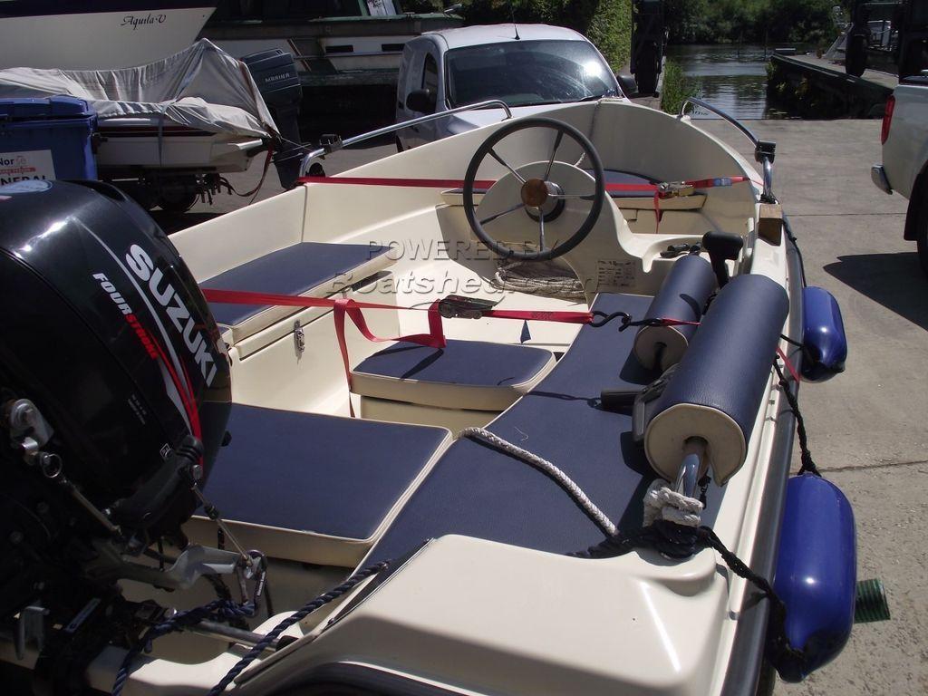 Benton 360 Day Launch/Fishing Boat