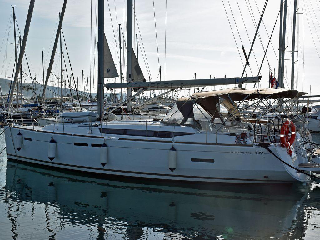 Jeanneau Sun Odyssey 439 4 Cabins/2 Heads Charter Version