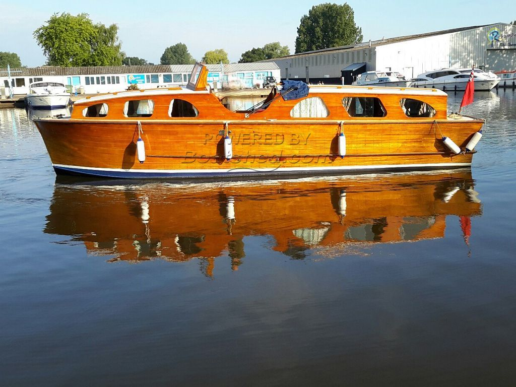 Classic Broads Cruiser 31ft 5 Berth
