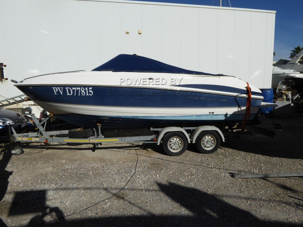 Maxum 2100 SC Sports Boat Cuddy Cabin