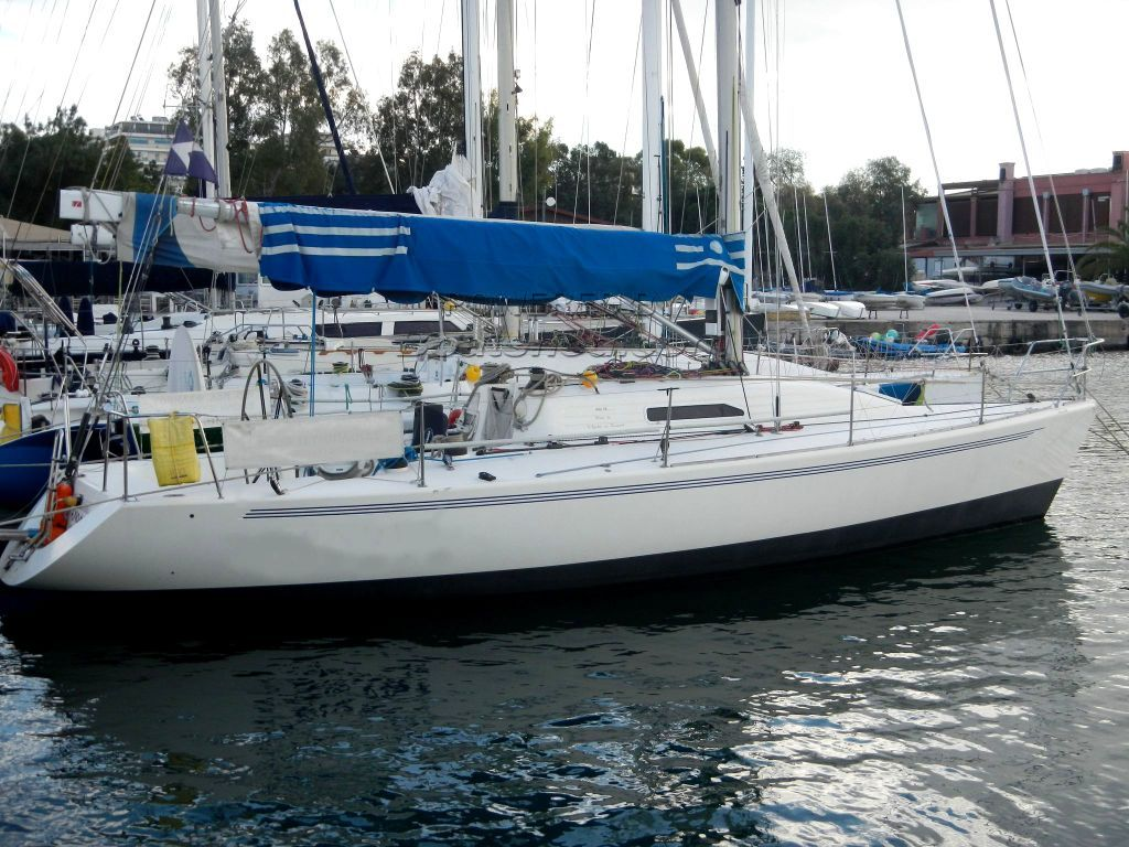 IMX -38 Racing Yacht With Aft Cabin