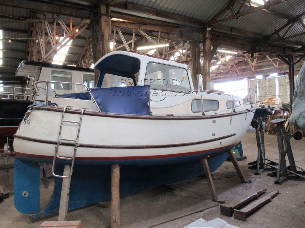 Island Plastics IP 23 Motor Sailer