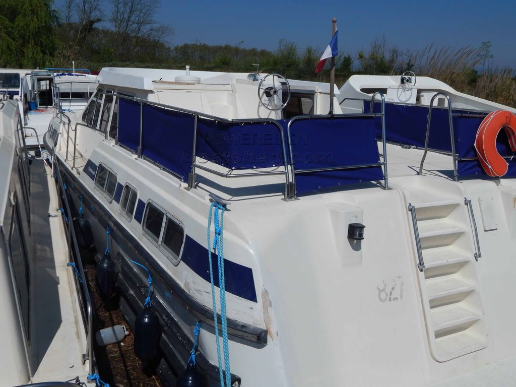 RECLA Tarpon 42 4 Cabins Ex Hire River Cruiser