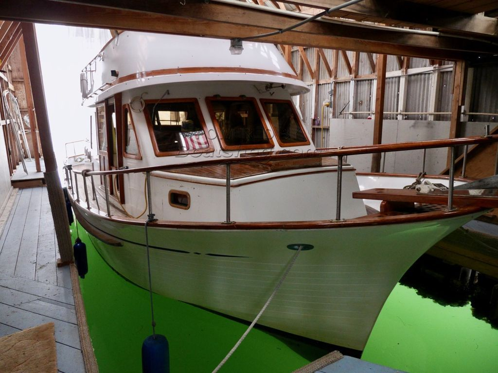 Hershine 37 Tri-cabin Trawler