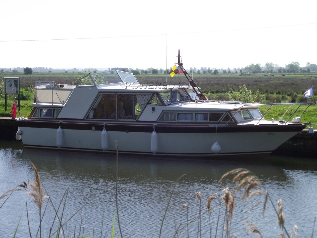 Classic Motor Cruiser  35ft Aft Cabin