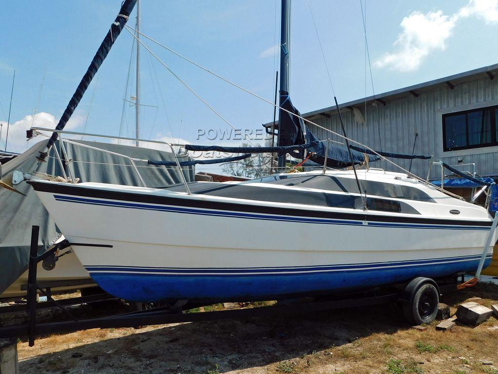MacGregor 26M Motor Sailer