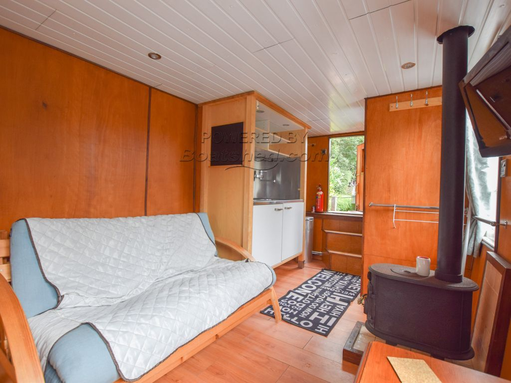 Houseboat 22ft With London Mooring