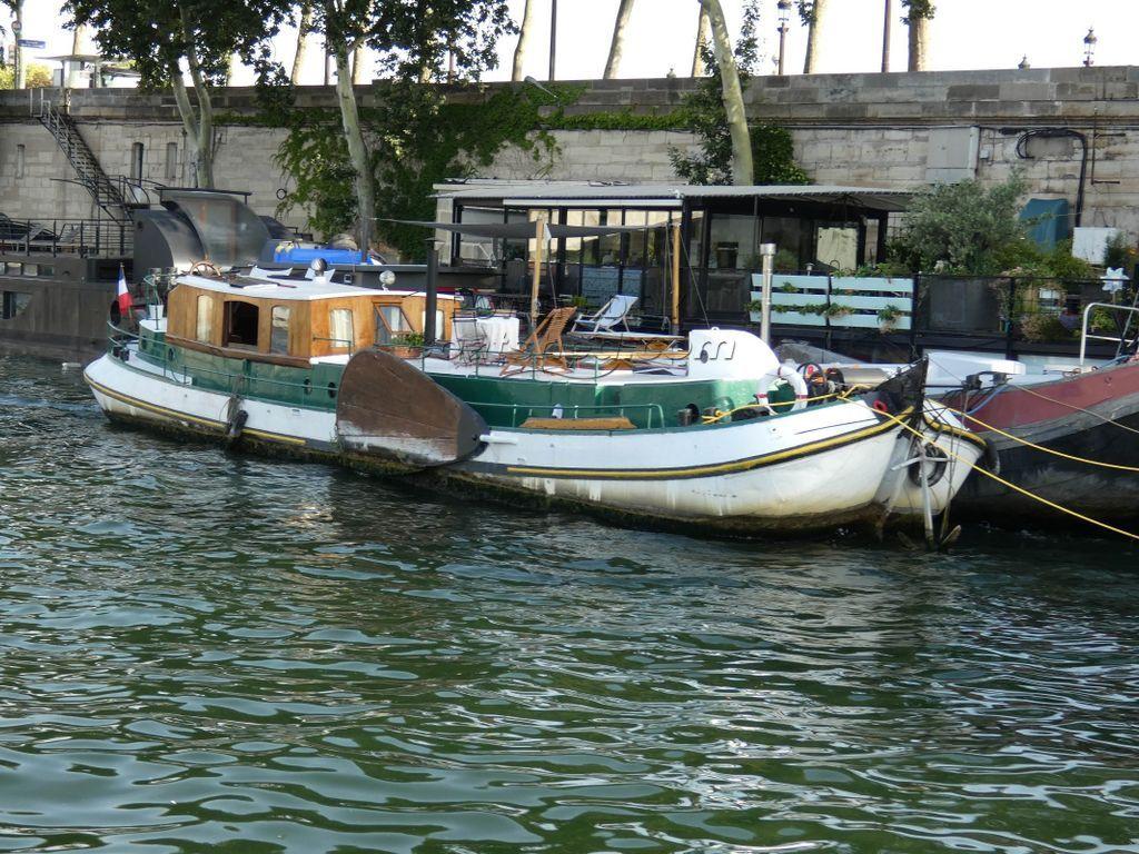 Dutch Tjalk MOORING CENTRAL PARIS