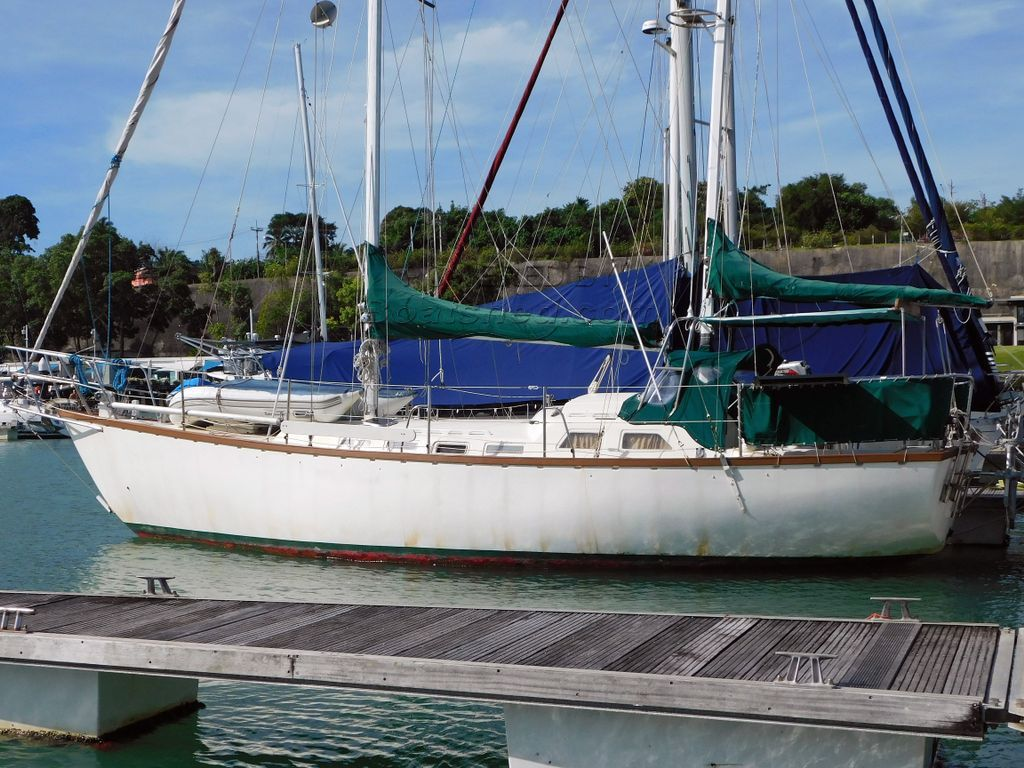 Bruce Roberts Offshore 38 Ketch