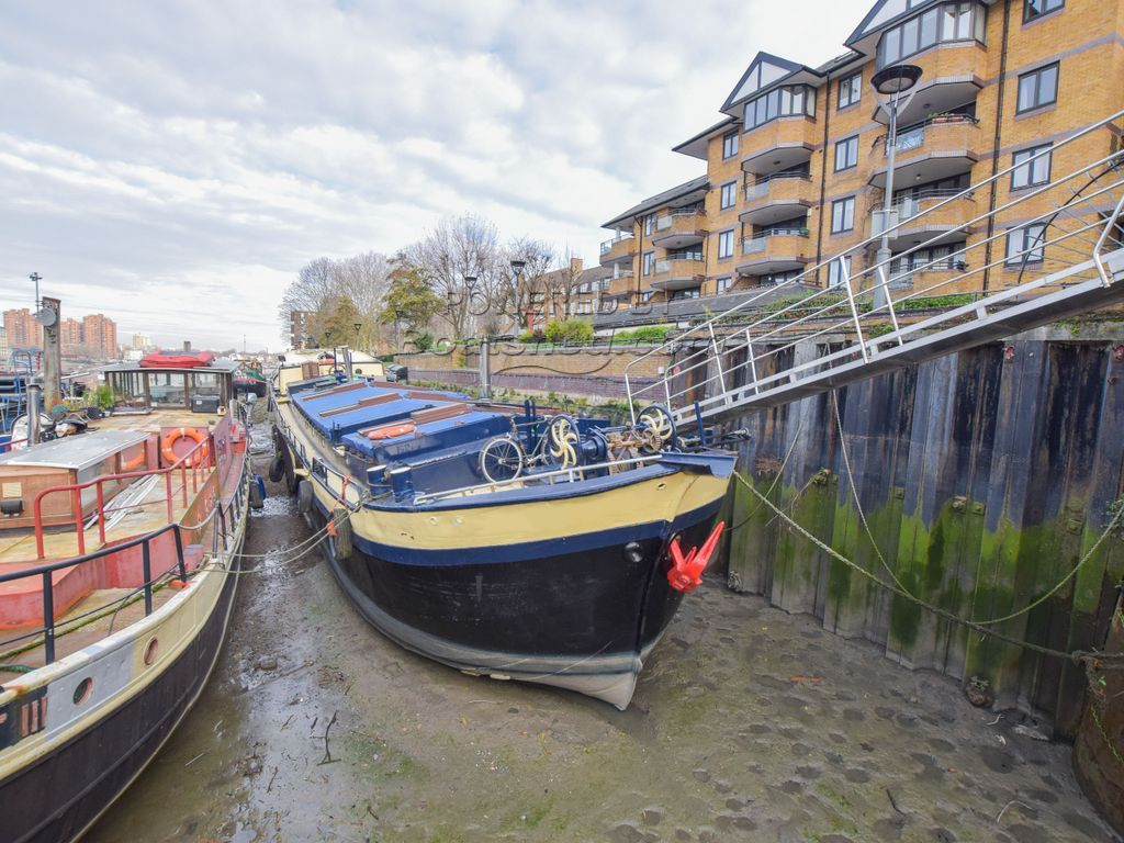 Dutch Barge 27m With London Mooring