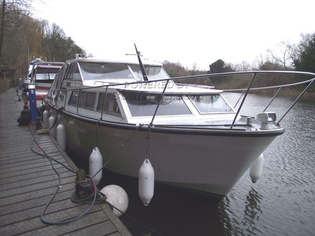Seamaster 30 AFT COCKPIT