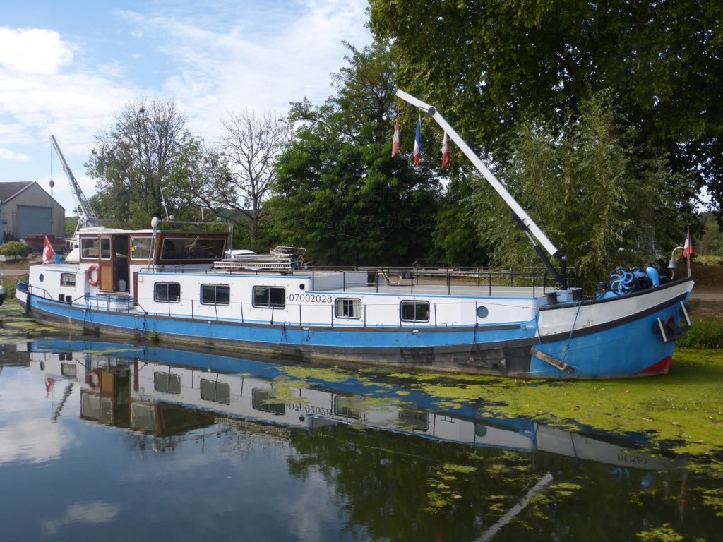 Barge Live Aboard Renovated In The 70 As A Liveaboard