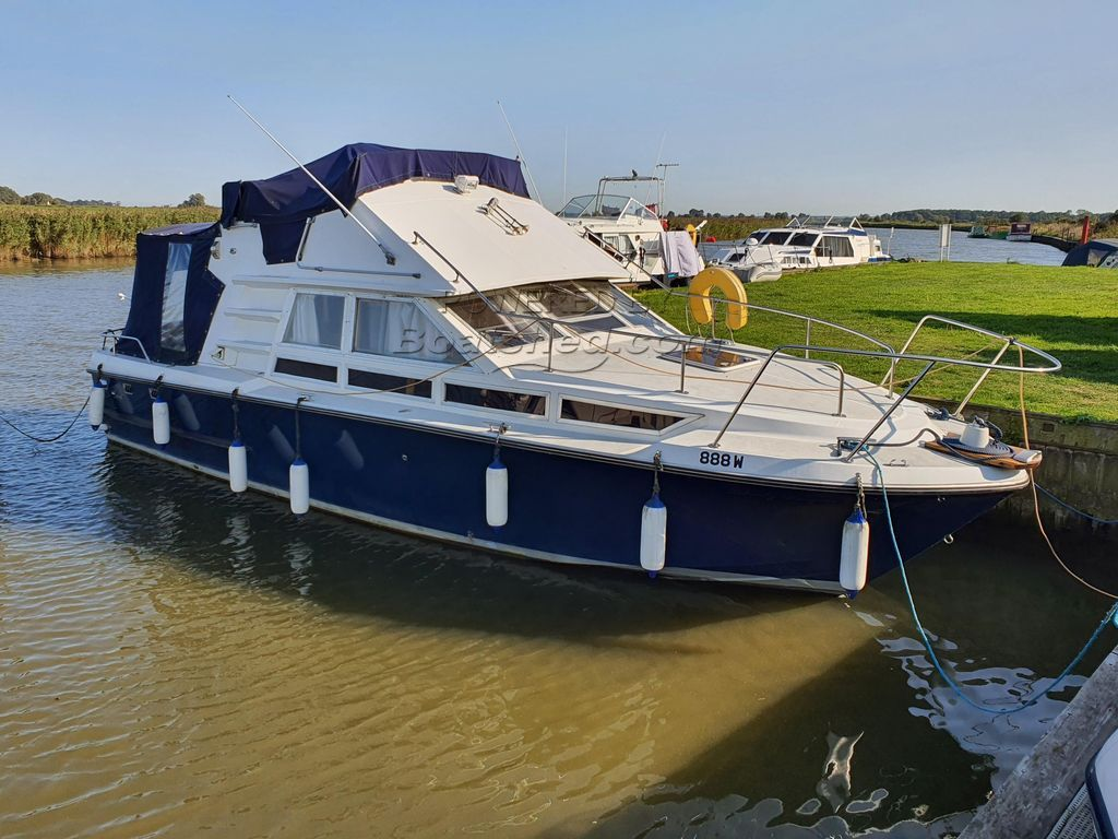 Coronet Deep Sea 32 Flybridge