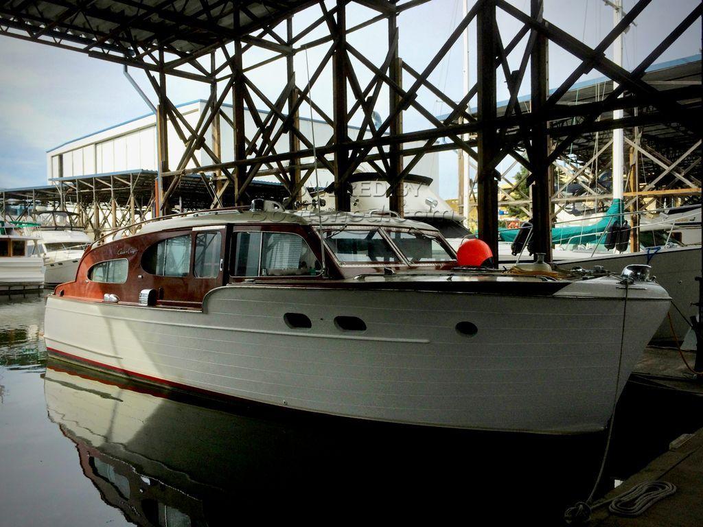 Chris-Craft 34 Tri-Cabin Enclosed Bridge Classic Cruiser