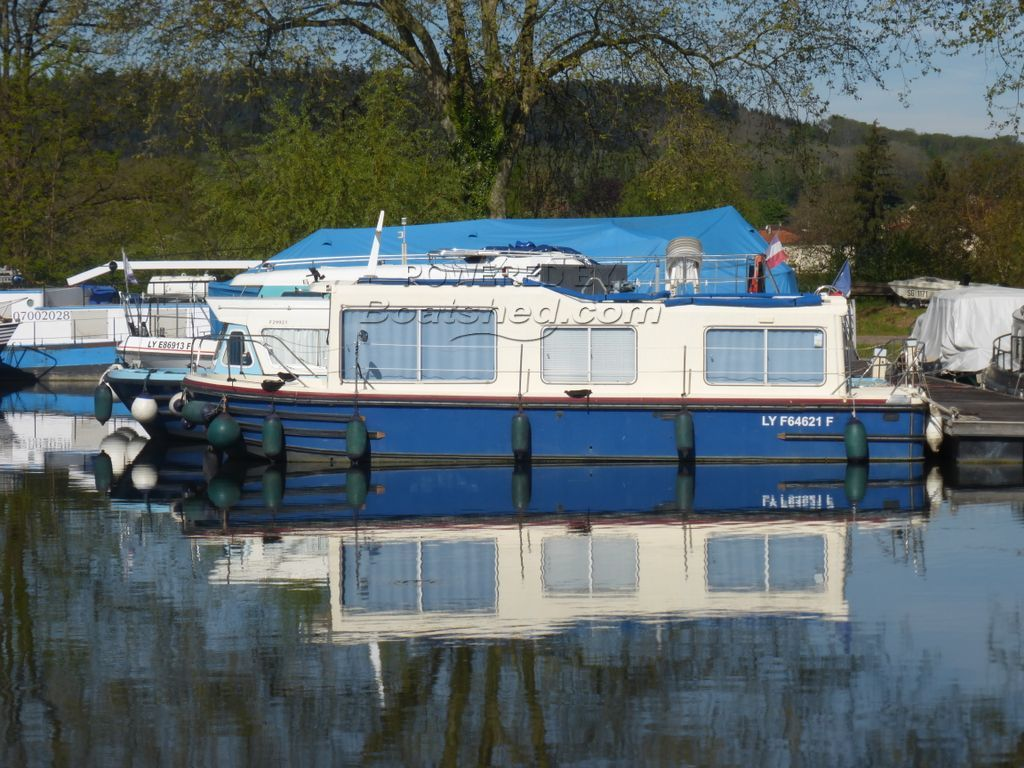 Jeanneau Eau Claire 930 Ex Hire Boat