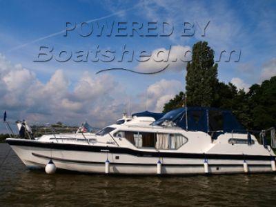 Aquafibre 38 Single level Broads cruiser