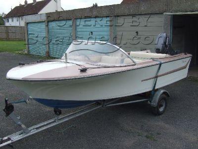 Broom Speed boat 15'