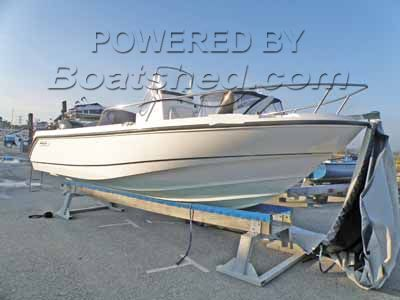 Boston Whaler 210 Outrage