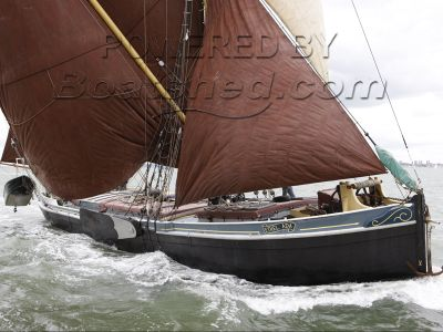 Barge Thames Sailing 90ft 1903 + mooring