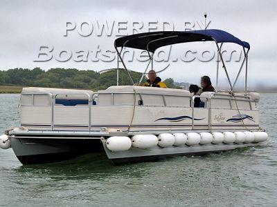 Smoker Craft Pontoon boat Surfchaser 8.2