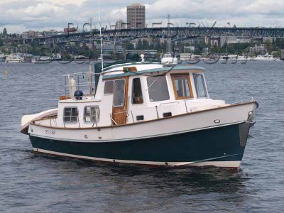Eagle 32 Flybridge Trawler