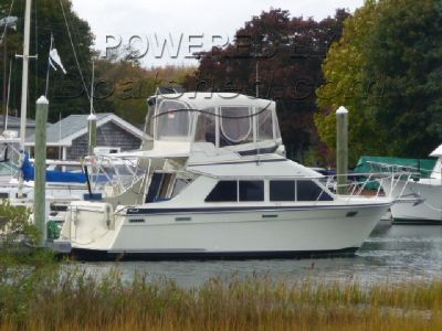 Tollycraft 30 Sport Cruiser Fly Bridge