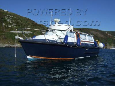 Aquastar 32 Cabin Cruiser