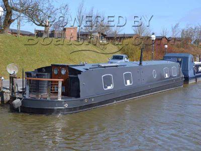 Wide Beam 60 Cruiser Style