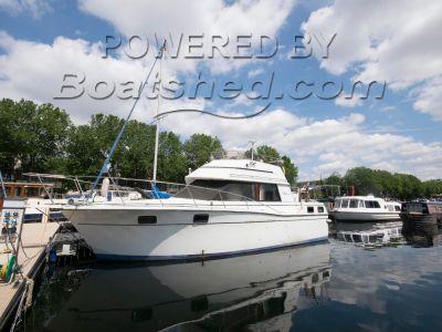 Carver 32 Aft Cabin Houseboat
