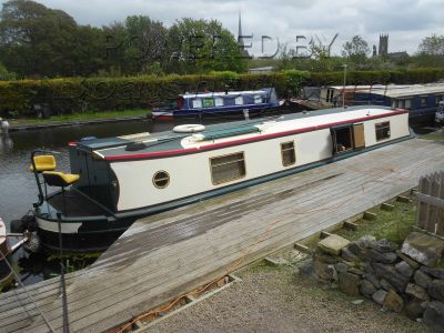 Wide Beam 45 Semi Trad with Mooring