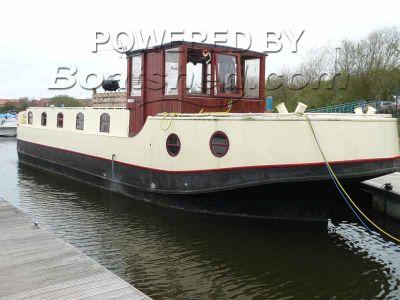Houseboat Waterhome