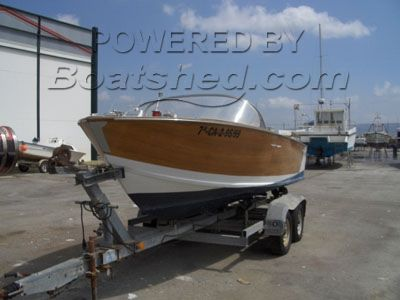 Cadenazzi sports boat