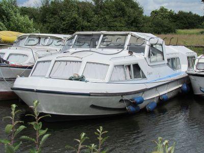 Alpha Craft 42 Ex hire boat
