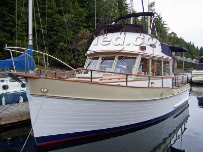Grand Banks 32 Flybridge Sedan Trawler