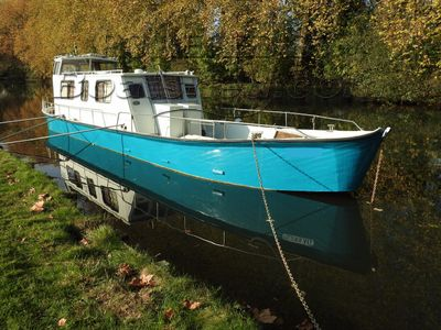 Aluminium Houseboat New hull paint October 2017