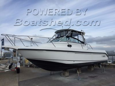Boston Whaler 26 Conquest