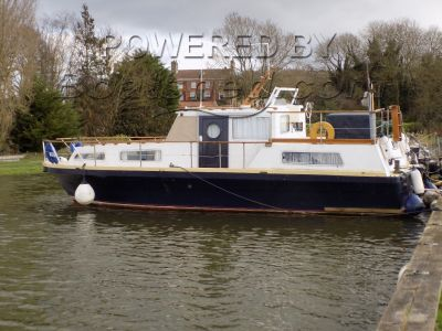 Barnes Brinkscraft Bespoke 36 Mooring for 2018 paid!