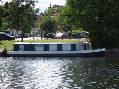 Wide Beam cruiser stern live aboard