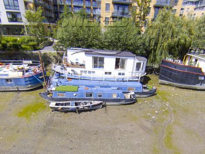 Houseboat 60ft with three London moorings