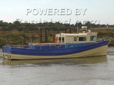 Twin Diesel fish-dive boat